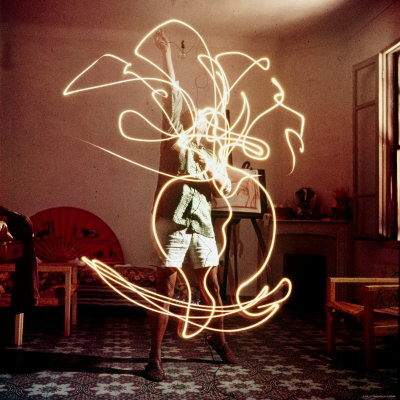 Pablo Picasso Creating Light Drawing of Vase of Flowers, Alone Premium Photographic Print by Gjon Mili
