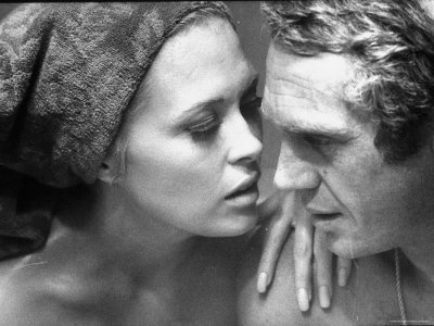 Faye Dunaway Practicing Scenes with Steve McQueen Reproduction photographique sur papier de qualité