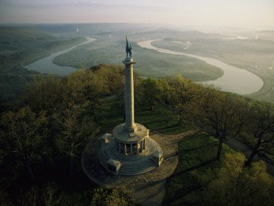 Memorial to the Battle of Chattanooga Overlooks the Tennessee River Photographic Print by Sam Abell
