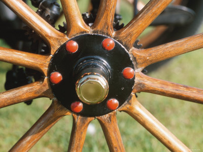 Close-up of Antique Wooden Wheel Spokes Photographie