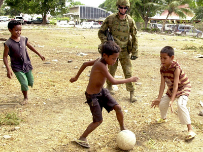 An Australian Soldier Plays with Displaced East Timorese Children Photographic Print