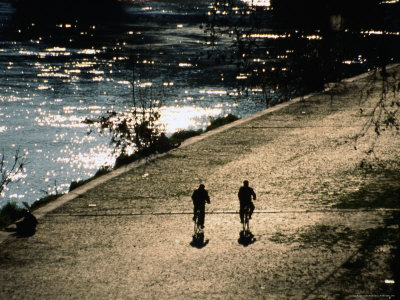 Cyclists on Cobbled River Banks of Tiber River, Rome, Italy Photographic Print by Martin Moos