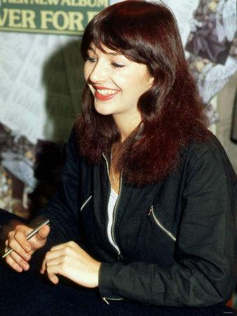 Photos Kate-bush-at-album-signing-in-glasgow-october-1980