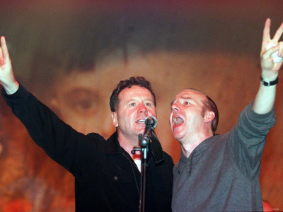 Jim Kerr of Simple Minds and Midge Ure, the Scotland Rocks for Kosovo Concert, May 1999 Fotografisk tryk