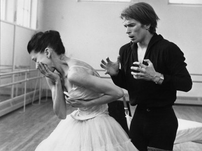 Rudolf Khametovich Nureyev and Margot Fonteyn Rehearsing Marguerite and Armand, England Fotografie-Druck