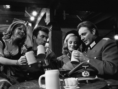 1968 Film Where Eagles Dare: Clint Eastwood, Richard Burton, Mary Ure and Ingrid Pitt Fotografisk tryk