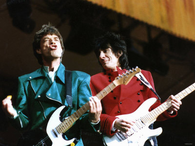 Mick Jagger and Ronnie Wood of the Rolling Stones on Stage at Wembley Stadium Fotografie-Druck