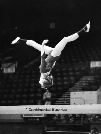 Olympic Champion Gymnast Nadia Comaneci from Romania Training at Wembley Empire Pool April 1977 Fotografie-Druck