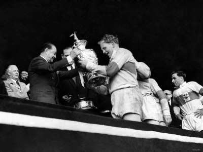Rugby League Cup Final 1956. St. Helens V. Halifax. Prescott of St. Helens Receives Cup. May 1956 Photographie