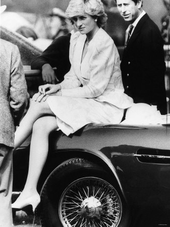 Princess Diana Sitting on Prince Charles Aston Martin Car at Smiths Lawn Windsor Fotografisk tryk