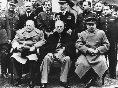 Foto                 Winston-churchill-pm-with-franklin-roosevelt-and-joseph-stalin-at-the-yalta-conference