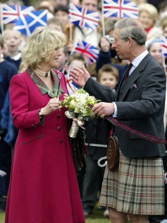 Charles and Camilla Open New Childrens Playground at Ballater, Scotland Fotografisk tryk
