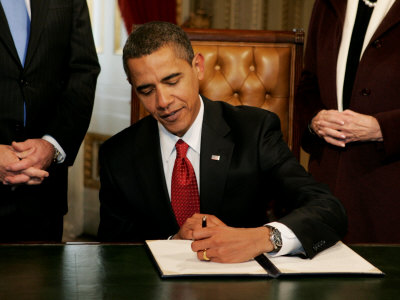 President Barack Obama Signs His First Act as President in the President's Room, January 20, 2009 Photographic Print