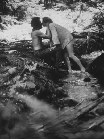 couple kissing images. Hippie Couple Kissing at