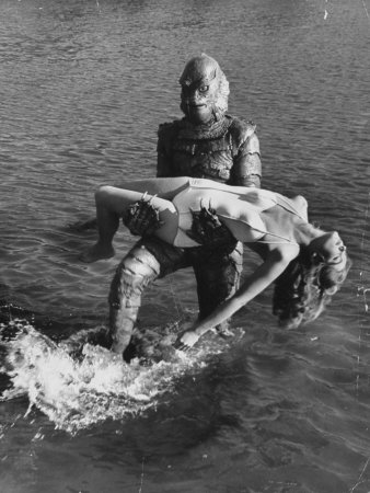 Actress Julia Adams is Carried by Monster, Gill Man, in the Movie, Creature from the Black Lagoon Fototryk i høj kvalitet
