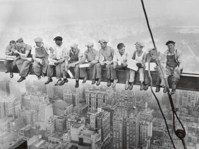 Almuerzo en lo alto de un rascacielos, c.1932 Lámina