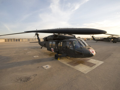 UH-60 Blackhawk Medivac Helicopter Sits on the Flight Deck at Camp Warhorse Lámina fotográfica
