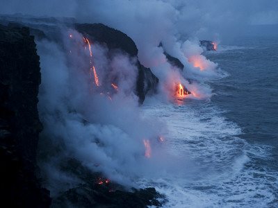Lava Flows into the Ocean, Hawaii Volcanoes National Park, Hawaii Fotoprint