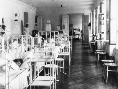 Room in the Pediatrics Hospital Ward with Patients and Medical Personnel Photographic Print by Carlo Wulz