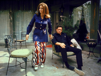 Country Western Singer Johnny Cash and Wife June Carter at Home Fotografiskt tryck på högkvalitetspapper