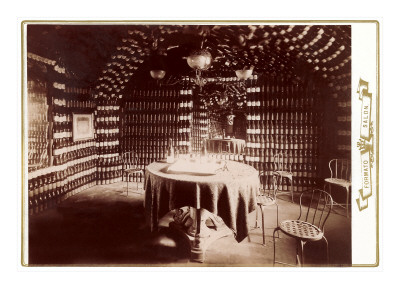 Room Made of Wine Bottles with Table Pósters