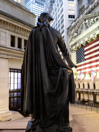 A bronze statue of George Washington and the New York Stock Exchange Lámina fotográfica