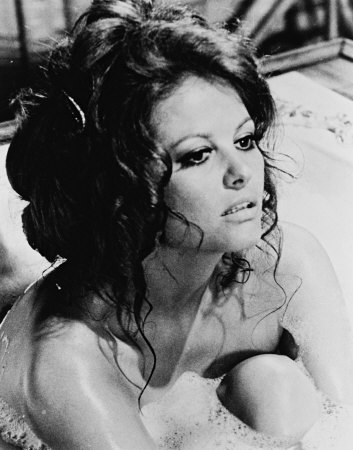 Pin Up, starlettes, Bitchs,... - Page 2 Claudia-cardinale