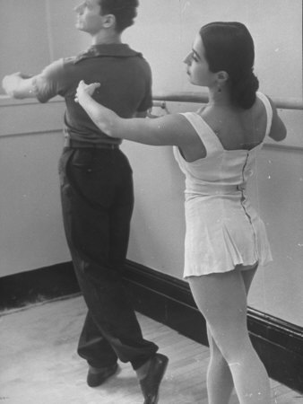 Dancers at George Balanchine's School of American Ballet During Rehearsal Reproduction photographique sur papier de qualité