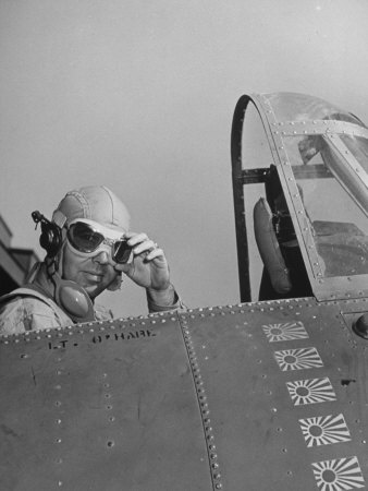 US Navy Flying Ace Lt. Edward H. O'Hare Sitting in His Plane Lámina fotográfica de primera calidad