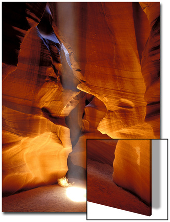 Sun Shining Beam of Light onto Canyon Floor, Slot Canyon, Upper Antelope Canyon, Page, Arizona, USA Arte en acrílico