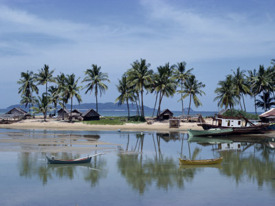 Palm Trees and Moored Boats on the Beach at Marang, on the East Coast, Malaysia, Southeast Asia Fotografisk trykk