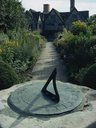 Sundial in the Garden of Hall's Croft, Stratford, Warwickshire, England, United Kingdom, Europe Fotografie-Druck