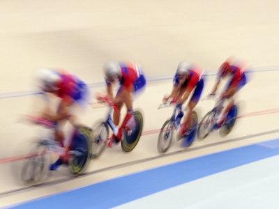 Cycling Team Competing on the Velodrome Fotografisk tryk af Chris Trotman