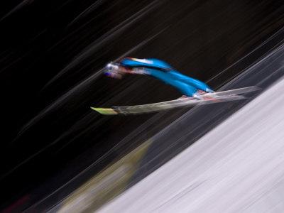 Ski Jumper in Action, Torino, Italy Fotografisk tryk af Chris Trotman