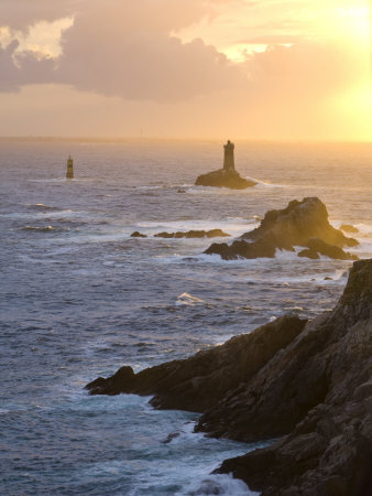 La Vieille Lighthouse, Pointe Du Raz, Cape Sizun, Finistere Region, Brittany, France Stampa fotografica di Doug Pearson