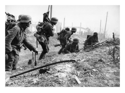 German Soldiers of the German Mortar Detachment in the Battle for Stalingrad August 1942 Giclee Print