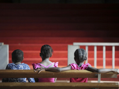 Children Attend a Rehearsal for Holy Week Performances In Soweto, South Africa Lámina fotográfica