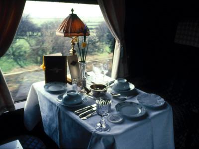Lunch on the Orient Express Retro Lámina fotográfica
