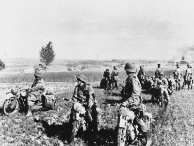 hunt-robert-german-motorcycle-patrol-on-reconaissance-in-france-during-world-war-ii.jpg