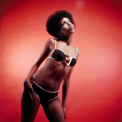 Female Model in Bikini, Afro, Afros, Underwear, 1970s, Retro Lámina fotográfica