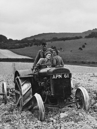 Land Girls WWII Photographic Print by Robert Hunt