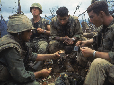US Marines Eating Rations During a Lull in the Fighting Near the Dmz During the Vietnam War Premium Photographic Print