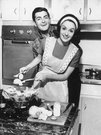 Couple Standing in Kitchen, Smiling Lámina fotográfica por George Marks