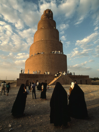 Women Shrouded in Black Approach the Spiral Minaret at Samarra Photographic Print by Lynn Abercrombie
