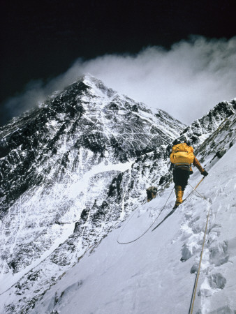 Climbers, 25,000 Feet Up, Push on Toward the Summit of Mount Everest Lámina fotográfica