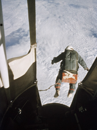 A Man Leaps from a Balloon Gondola at an Altitude of 102,800 Feet Lámina fotográfica