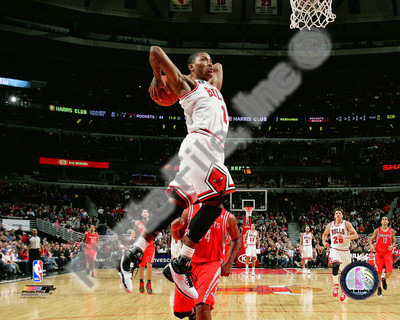 Derrick Rose 2010-11 basketball dunk Action photo