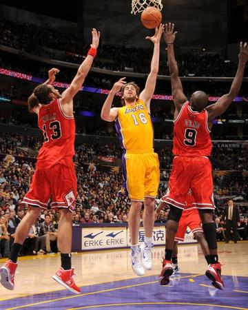 Chicago Bulls v Los Angeles Lakers: Pau Gasol, Joakim Noah and Luol Deng Photo by Andrew Bernstein