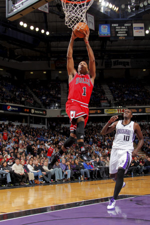 Chicago Bulls versus Sacramento Kings NBA game: Derrick Rose dunk