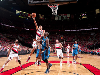 Orlando Magic v Portland Trail Blazers: Mickael Pietrus and Nicolas Batum Photographie